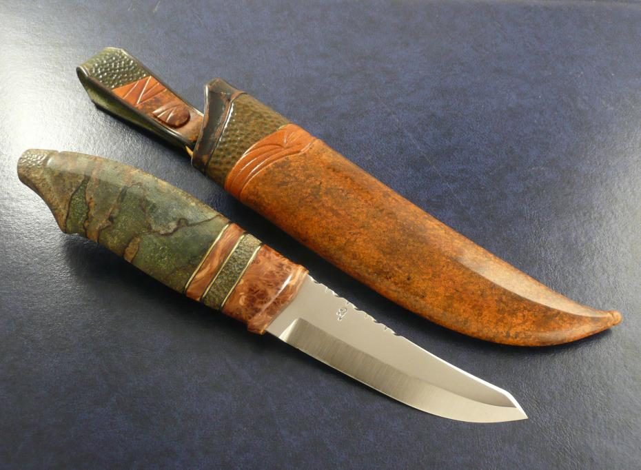blade by Robert Mattsson, handle in stab. alder root and stab. spalted cross cut Birch.