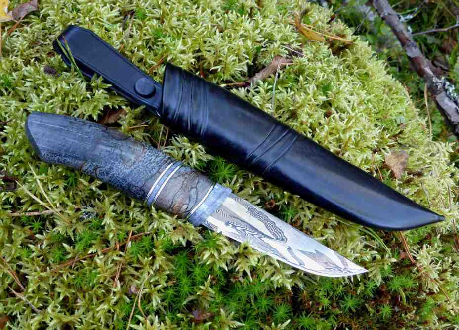 Damascus blade by Kent Andersson. handle in dyed stabilized moose antler, pewter spacers and dyed stabilized spalted beech.